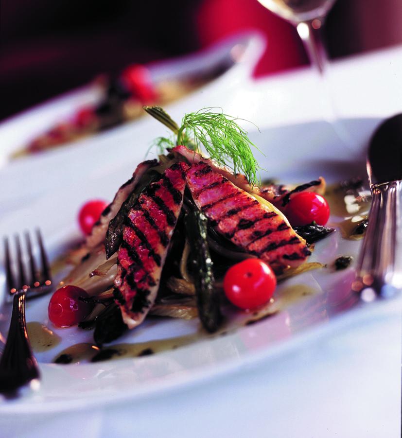 Изысканный ужин в наших роскошных лыжных шале в Мерибеле и Куршевеле