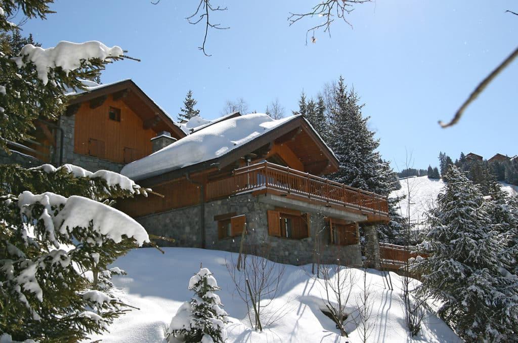 Vue extérieure arrière du chalet de ski de luxe Bartavelles à Méribel