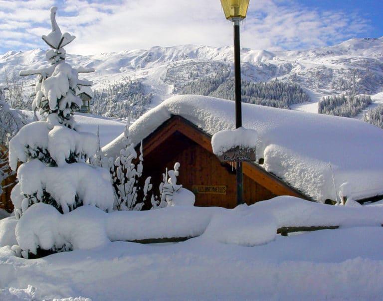 Vue extérieure avant du chalet de ski de luxe Bartavelles à Méribel
