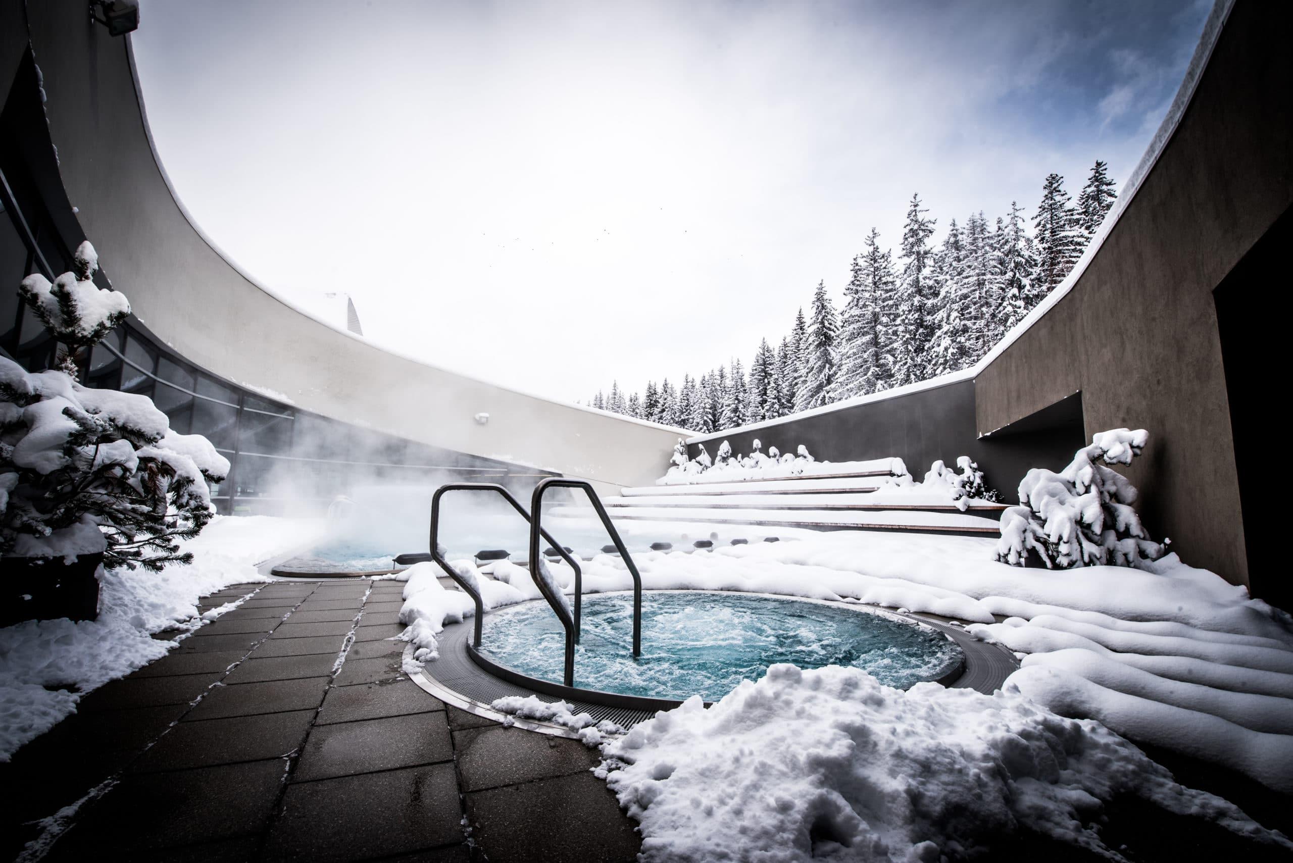 Отправляйтесь в Aquamotion Mediatheque в Куршевеле из наших роскошных лыжных шале